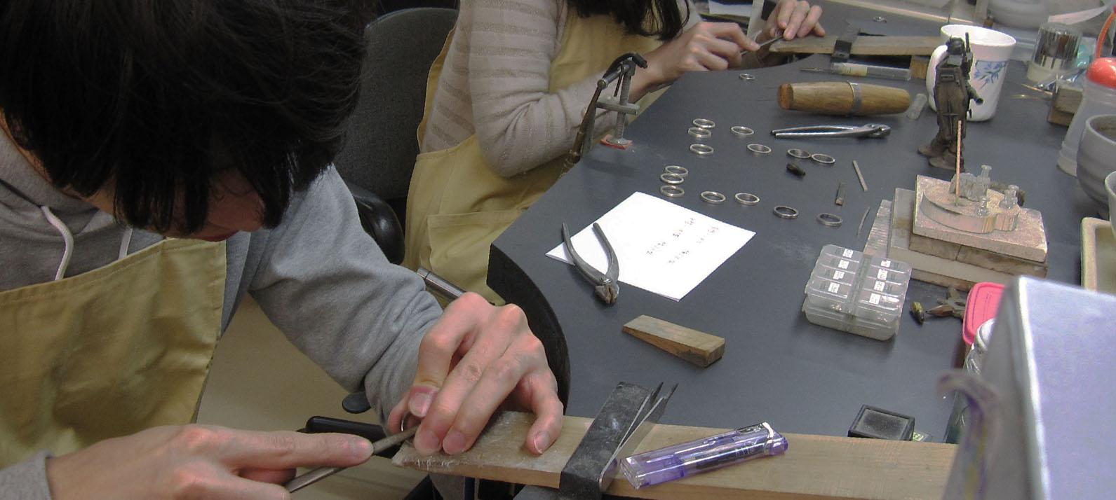 ARAIYAの名工認定者が直接指導 彫金教室